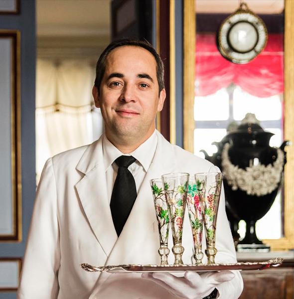 Réception de luxe à Paris, organisation de déjeuners et dîners d'exception dans la tradition de l'art de recevoir à la Française